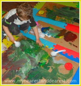 Painting-with-hands-and-scouring-pads